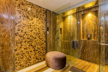 ZEN Rooms By Pass Ngurah Rai Suwung - Bathroom  - #0