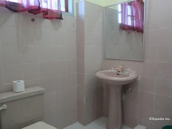 VILLA ALZHUN TOURIST INN AND RESTAURANT Bathroom