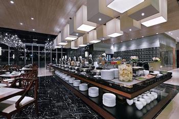 Aston Pasteur Hotel - Breakfast Area  - #0