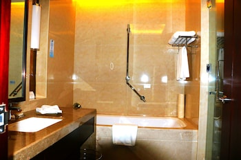 Grand New Century Hotel Xi'an - Bathroom  - #0