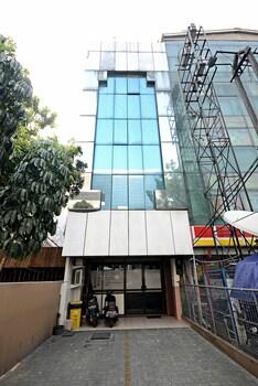 ZEN Rooms Cideng Barat - Hotel Front  - #0