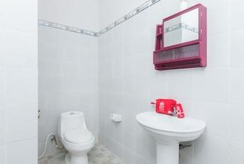 ZEN Rooms Seminyak Gang Rahayu - Bathroom  - #0