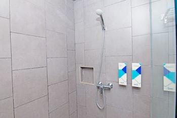 ZEN Rooms Sunset Road 5, Seminyak - Bathroom  - #0