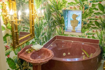 Fairfield Manor Bed and Breakfast - Deep Soaking Bathtub  - #0