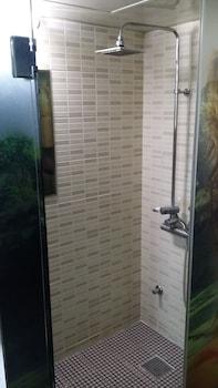 Somnus Motel - Bathroom Shower  - #0