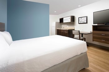 Guestroom at WoodSpring Suites Baltimore White Marsh in Baltimore
