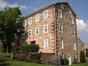 Historic Schoeneck Hotel B Llcstevens Pa