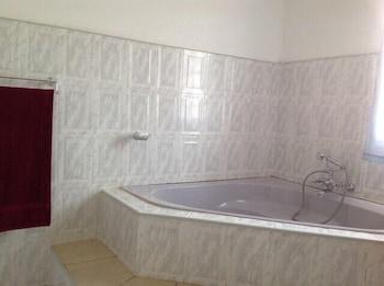 Cypress Executive lodge - Deep Soaking Bathtub  - #0