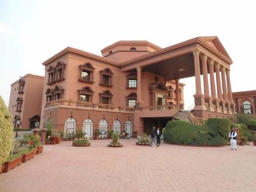 . Garvaish Luxury Hotel