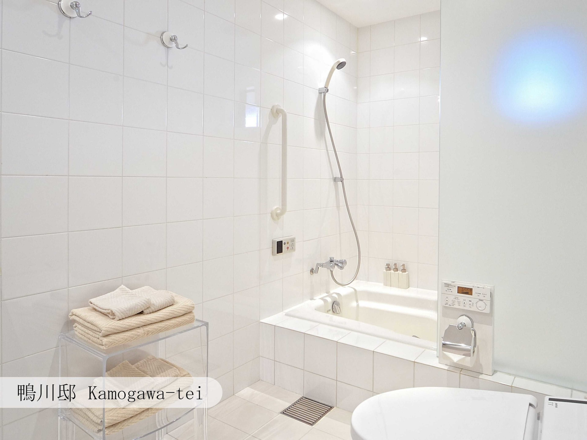 Kamogawa-tei Townhouse (Check-in by 6 PM)