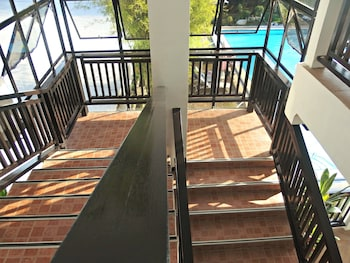 JAMONT HOTEL Staircase