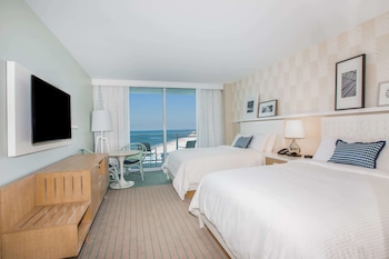Deluxe Room, 2 Queen Beds (Partial Gulf View)