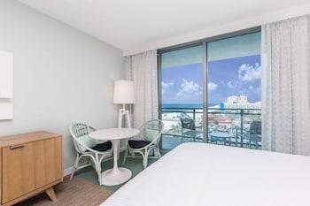 Deluxe Room, 2 Queen Beds, View (Intercostal View)