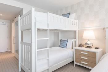 Deluxe Room, 1 King Bed, View (King Bunk Bed, Intracostal View)