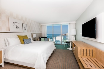 Deluxe Room, 1 King Bed, View (Grand/Partial Gulf View)