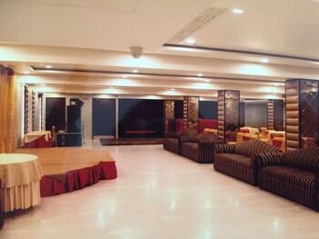 Mahalakshmi Palace hotel - Banquet Hall  - #0