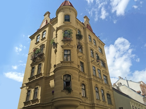 . 7th Heaven Vienna Center Apartments