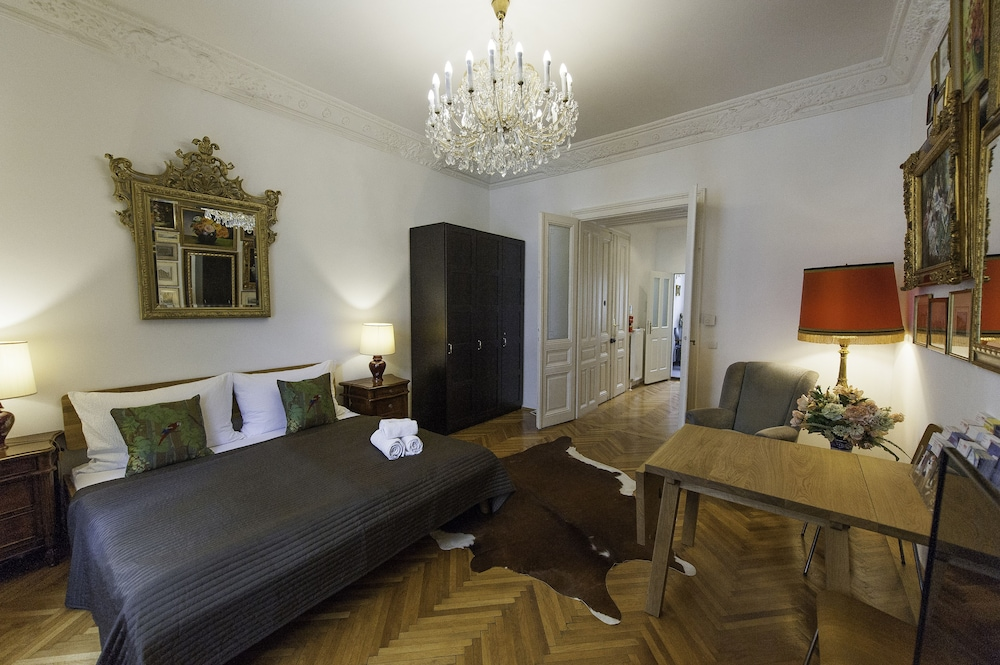 7th Heaven Vienna Center Apartments