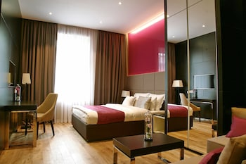 瑪卡尼奢華套房飯店