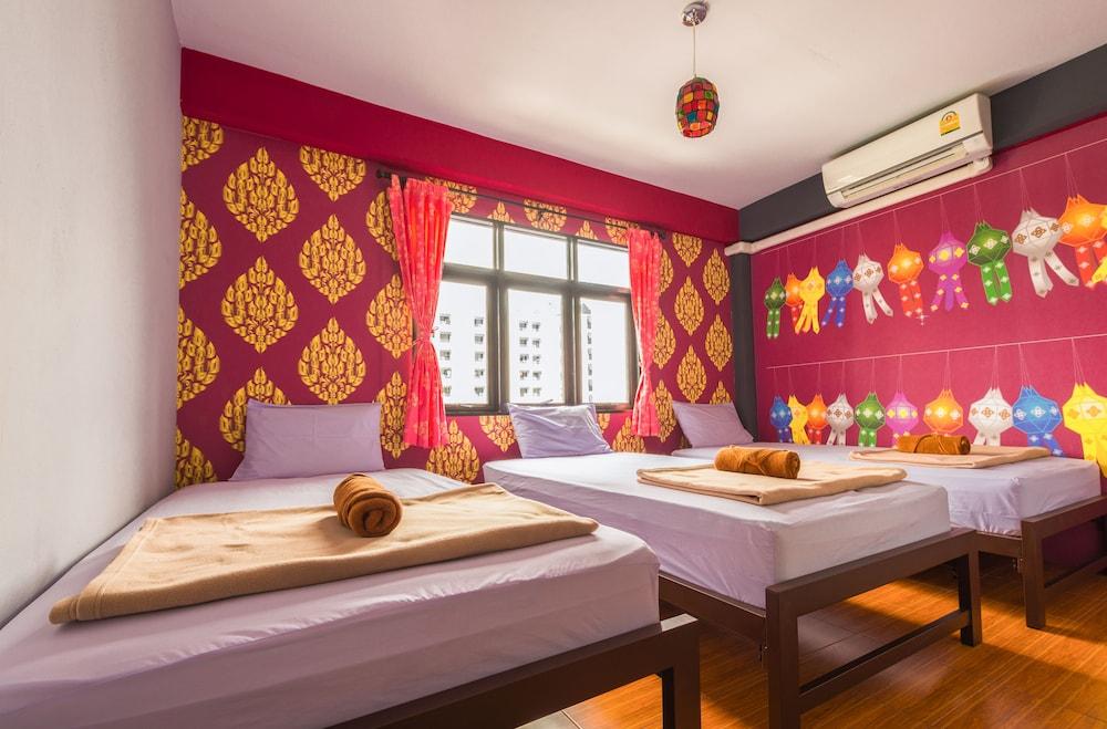 Hide Bangkok Hostel, Khlong Toey