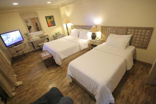 . Roxas President's Inn