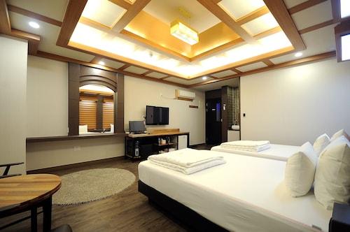 Hotel King, Geumjeong