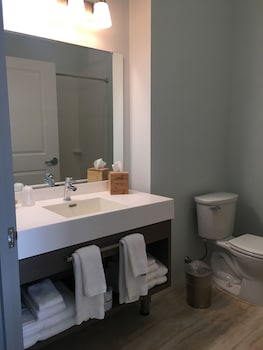 The Inn at Dunvilla, an Ascend Hotel Collection Member - Bathroom  - #0