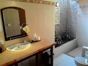 Segara Wangi Beach Cottages - Bathroom  - #0