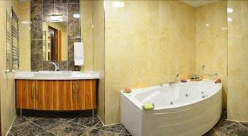 White Tuana Thermal - Bathroom  - #0