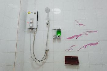 The Aree Hat Yai Hostel - Bathroom Shower  - #0