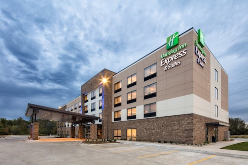. Holiday Inn Express & Suites East Peoria - Riverfront, an IHG Hotel