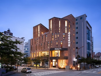 カンヌン ブティック ホテル ボンボン (Gangneung Boutique Hotel Bombom)