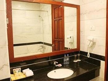 Khach san Hoang Gia Bac Ninh - Bathroom  - #0