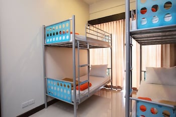 10 Beds Mixed Dormitory, Shared Bathroom
