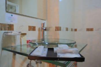 Hotel Roma Ritz Huambo - Bathroom Sink  - #0
