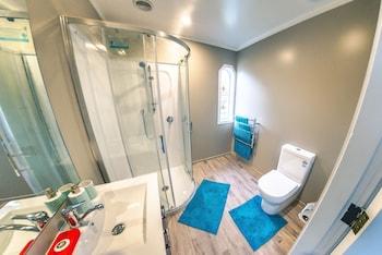 Abundance Bed & Breakfast - Bathroom Shower  - #0
