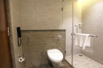 Samanvay Boutique Hotel Udupi - Bathroom  - #0