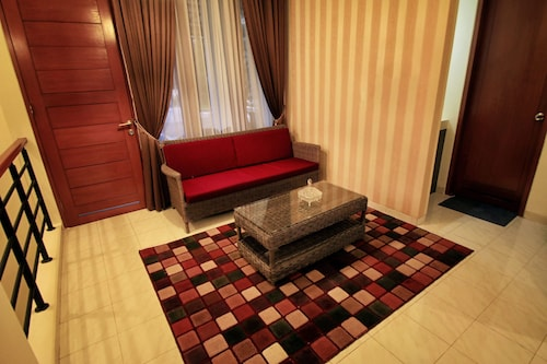 Villa Dago Syariah, 3 BR, Nyaman, Indah dan Asri, Bandung