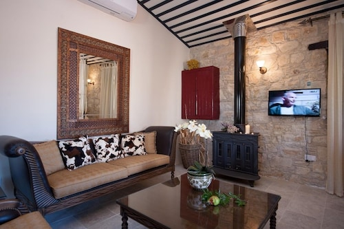 Oinoessa Traditional Boutique Houses,