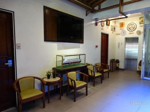 Time Traveller's Hotel, Manila