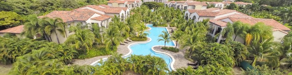 https://i.travelapi.com/hotels/16000000/16000000/15992600/15992557/116dc4bb_z.jpg