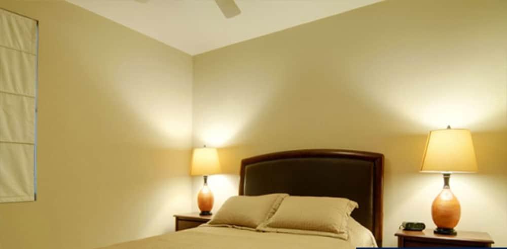 https://i.travelapi.com/hotels/16000000/16000000/15992600/15992557/e864d641_z.jpg