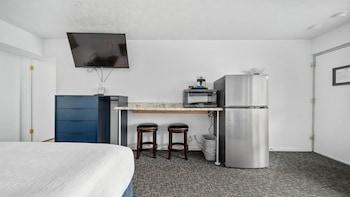 Standard Room, 1 King Bed (Upper Floor)