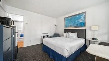 Standard Room, 1 Queen Bed (Upper Floor)