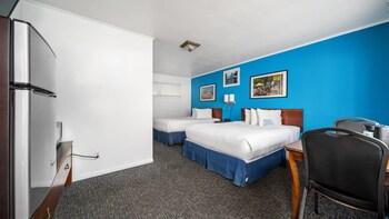 Standard Room, 2 Queen Beds (Ground Floor)