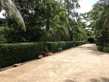 Young Coconut Garden Home Resort - Property Grounds  - #0