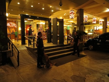 MALLBERRY SUITES BUSINESS HOTEL Property Entrance