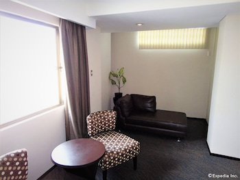 MALLBERRY SUITES BUSINESS HOTEL Living Room