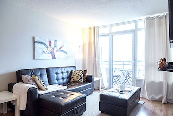 Lavish Suites New Two Bedroom Amazing Cn Tower View Toronto