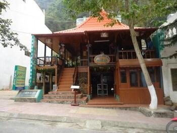 Green Cat Ba Hostel - Featured Image  - #0